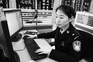 110接警员:一天接700多个电话 指导拍照抓色狼